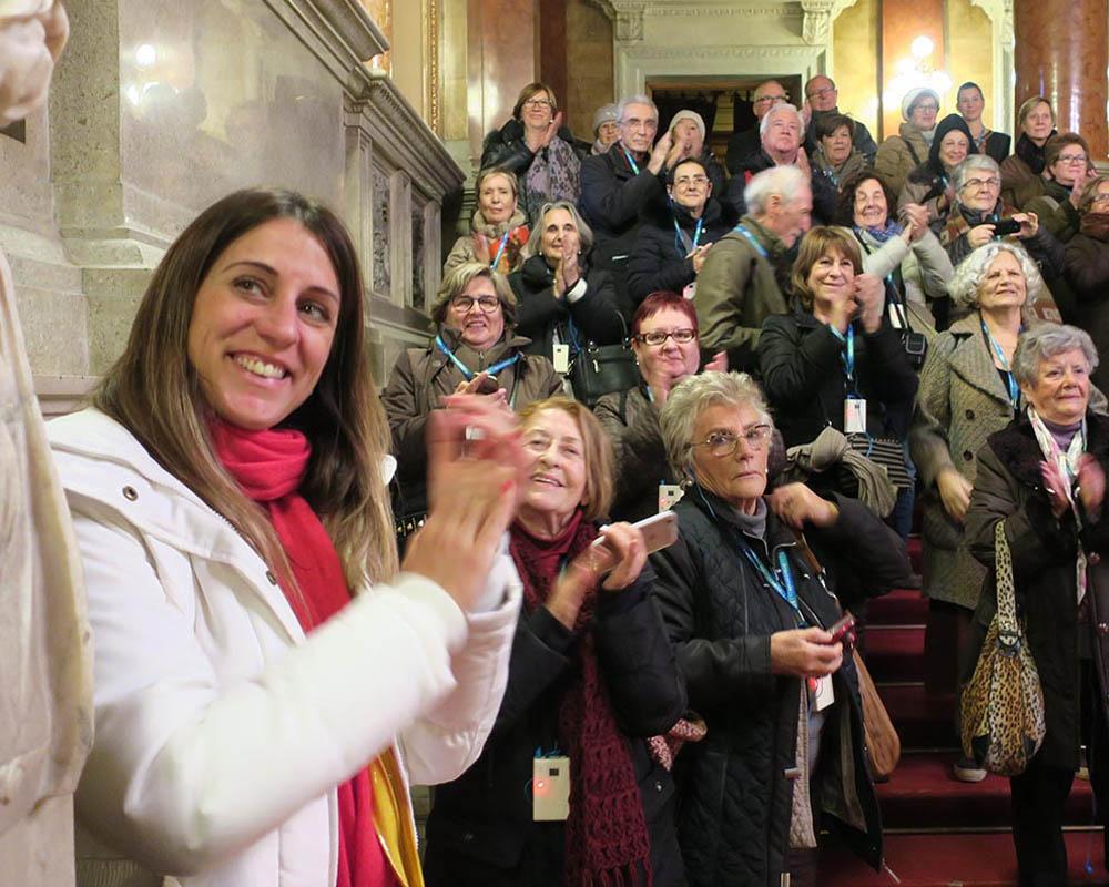 Viatges en grup, hivern 2016, Opera Budapest, aplaudint actuació, Viatge Cultural, Mitic Viatges