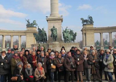 Viatges en grup, Plaça dels herois, Budapest, foto de grup, Mitic Viatges