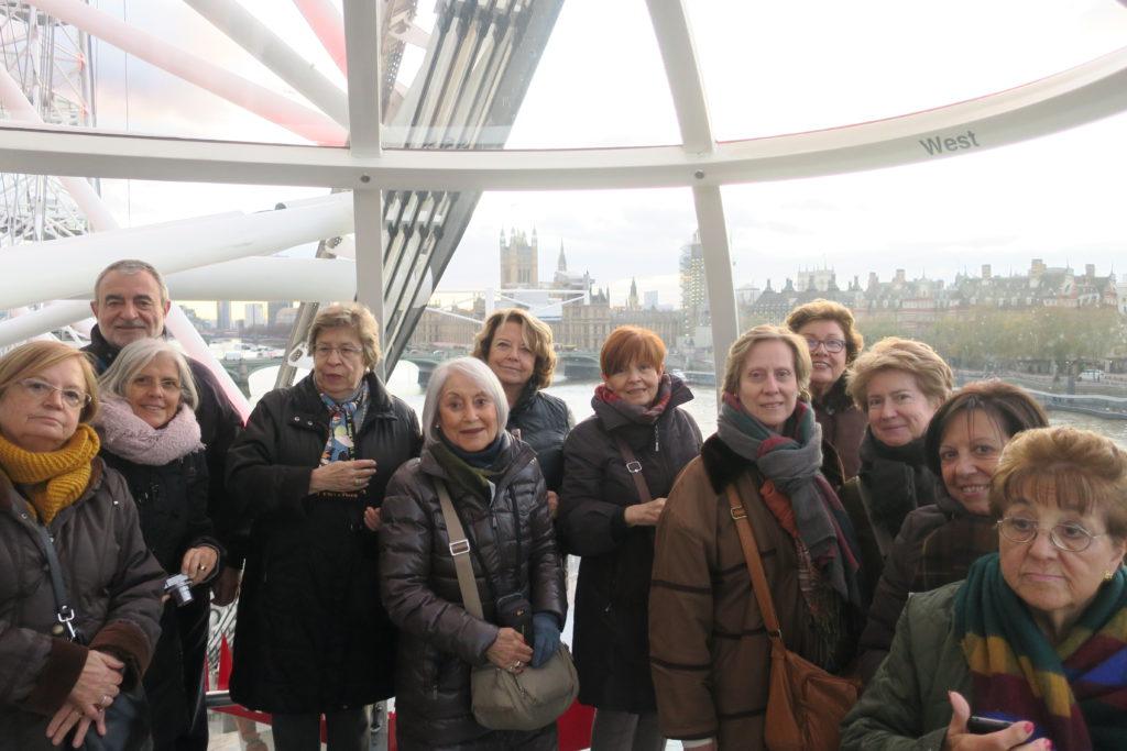 Viatgers de Mitic dins d'una cabina del London Eye