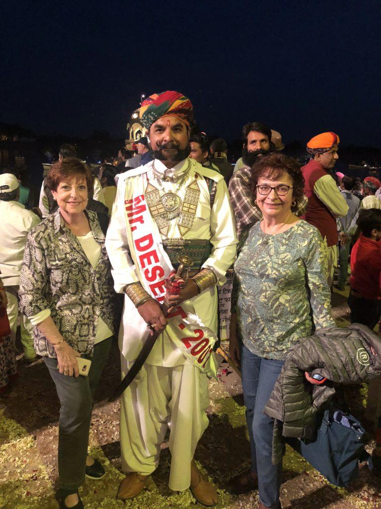 Posant amb el guanyador de Mr. Desert a Jaisalmer